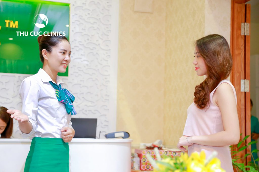 Với các ước mơ, kế hoạch còn ấp ủ, Quỳnh Hoa tìm quyết định tìm tới biện pháp trị mụn bằng công nghệ cao.Địa chỉ mà cô nàng lựa chọn là Thu Cúc Clinics - Một trong những thương hiệu làm đẹp và trị mụn có tiếng từ lâu đời.