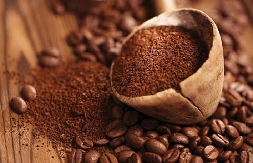 Cà phê chứa nhiều chất chống oxy hóa có khả năng ức chế sự lây lan, phát triển của hắc tố melanin gây tàn nhang.