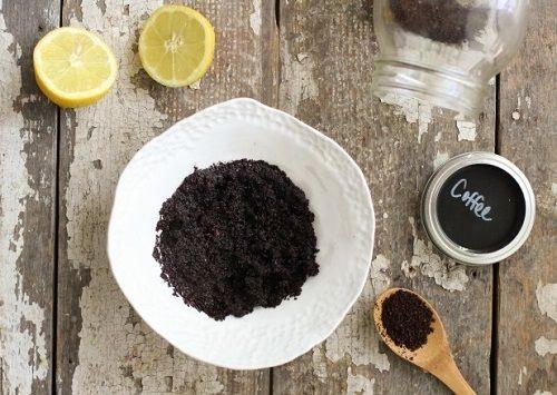 Trị tàn nhang bằng cà phê và nước cốt chanh cũng là công thức hiệu quả mà bạn nên thử tại nhà.