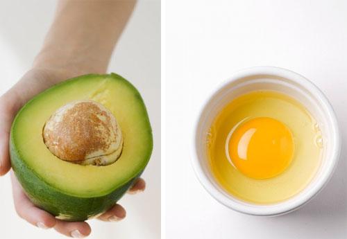 Bơ và trứng gà có khả năng tái tạo da hiệu quả nhưng không nên lạm dụng mà chỉ áp dụng 1 lần/ tuần để đem lại hiệu quả như ý