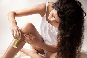 Bí quyết tẩy lông chân bằng dầu xả nhanh gọn, tiết kiệm