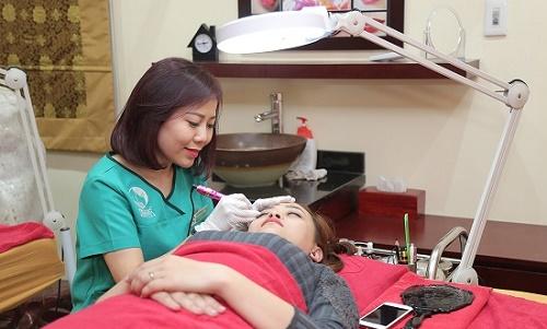 Thu Cúc Clinics đang ứng dụng các phương phpas phun thêu lông mày bằng công nghệ hiện đại.