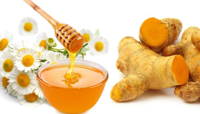 Cách làm trắng da mặt bằng mật ong và bột nghệ