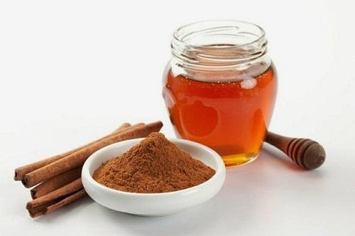 Sử dụng bột quế và mật ong để điều trị mụn cho nam