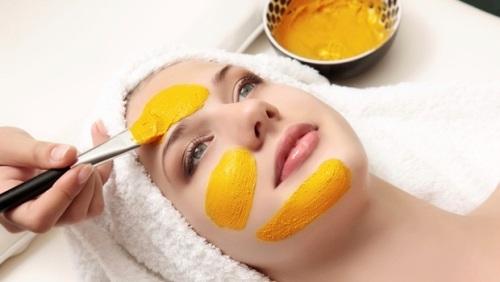Nhờ tính dịu nhẹ nên sữa chua thích hợp với mọi loại da mà không lo kích ứng.