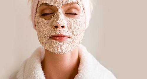 Đắp mặt nạ mang lại những công dụng nhất định trong việc trị mụn đầu đen