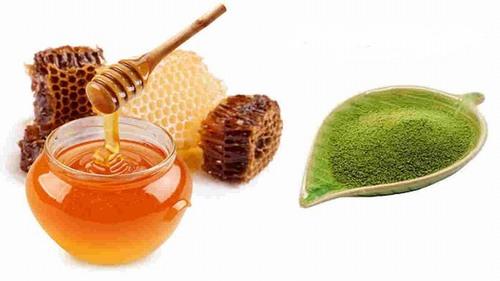 Mật ong sẽ cung cấp độ ẩm để da mềm mịn nên công thức trị nám bằng trà xanh này rất phù hợp trong những ngày mùa đông thời tiết hanh khô.