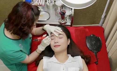 Phun thêu lông mày tại Thu Cúc Clinics sử dụng mực phun an toàn được nhập khẩu trực tiếp từ Hàn Quốc, Mỹ…