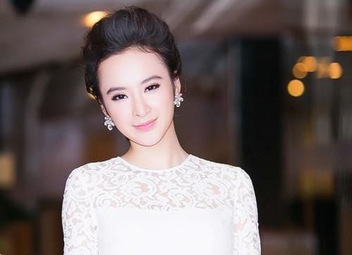 Dù không sở hữu cặp chân mày dài như Andera Aybar nhưng lông mày Angela Phương Trinh khá dày, rõ nét và hài hòa với khuôn mặt.