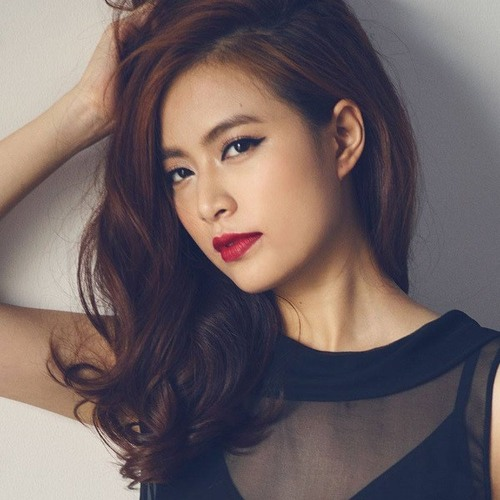 Trong showbiz Việt hiếm có mỹ nhân nào sở hữu đôi lông mày đẹp tự nhiên như Hoàng Thùy Linh.