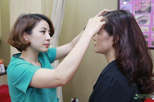 Thu Cúc Clinics đang áp dụng phương pháp phun xăm mí mắt hiện đại và  an toàn cho làn da.