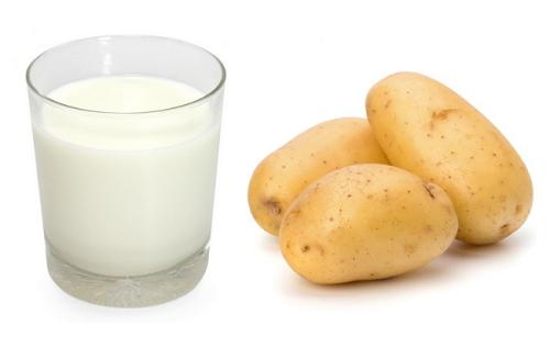 Công thức trị tàn nhang bằng sữa tươi và khoai tây cũng được khá nhiều người ưa chuộng.