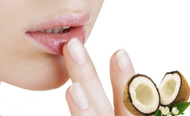 Tẩy tế bào chết cho da môi thường xuyên để sở hữu sắc môi sạch thâm, sáng mịn