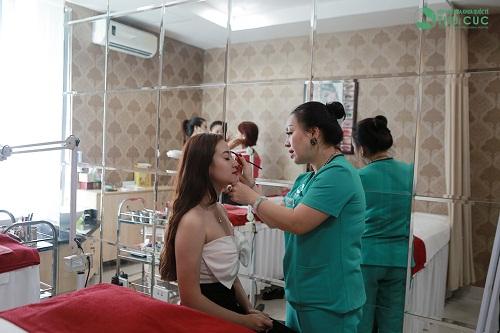 Thăm khám chuyên gia Thu Cúc Clinics để được khắc phục tình trạng