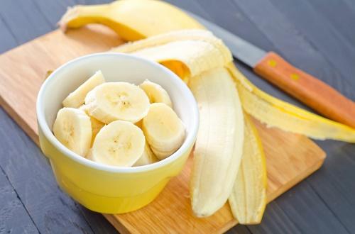 Mặt nạ chuối kết hợp sữa chua có tác dụng cải thiện sắc tố, làm mờ đốm đen hiệu quả.