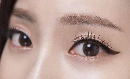 Sau khi xăm mí mắt, bạn cần hạn chế để đôi mắt phải làm việc quá nhiều.