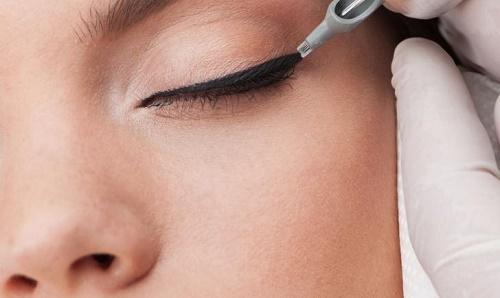 Phun xăm mí mắtnày thì yêu cầu sự tỉ mỉ và khéo léo giúp cho bạn có những đường ví mắt sắc sảo.