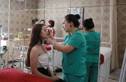 Thu Cúc Clinics đang ứng dụng các công nghệ xăm mí mắt hiện đại và được thực hiện bởi đội ngũ chuyên gia đầu ngành.