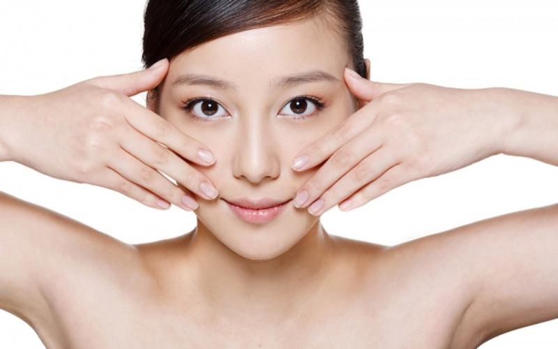 Tăng cường massage da để tăng cường lưu thông máu, cung cấp dưỡng chất nuôi dưỡng da