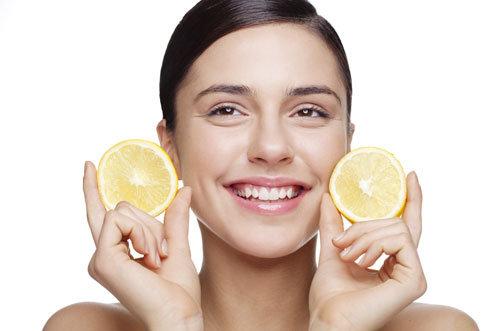 Sử dụng chanh để làm sáng mịn da, tuy nhiên không bôi lên những vùng da có vết thương hở và không áp dụng quá 2 lần/ tuần