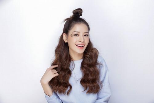 Hàng lông mày đẹp tự nhiên được xem là điểm nhấn ấn tượng nhất giúp Chi Pu luôn trẻ trung và nổi bật