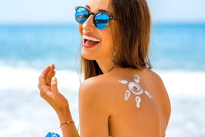 Lưu ý tránh ánh nắng mặt trời sau thực hiện để làn da không bị bắt nắng trở lại