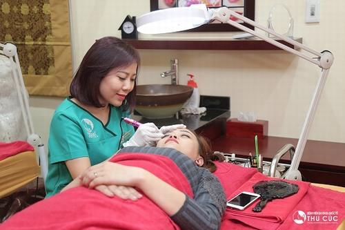 Để sở hữu đôi chân mày lưỡi mác đẹp như ý muốn nhờ phun xăm thẩm mỹ, khách hàng có thể tham khảo Thu Cúc Clinics.