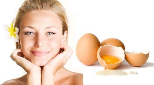 Mặt nạ lòng trắng trứng kết hợp với đường giúp loại bỏ violong hiệu quả.