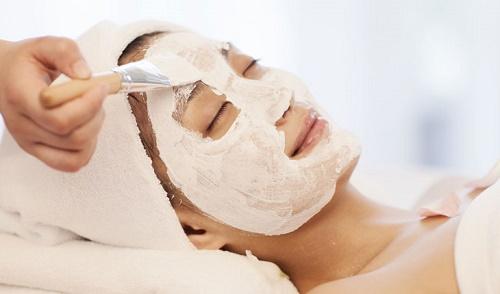 Tẩy lông mặt bằng bột mỳ là phương pháp tự nhiên được đông đảo chị em ưa chuộng.