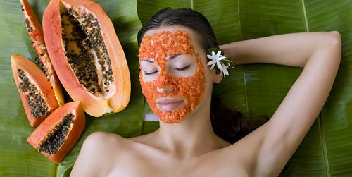 Đu đủ có chứa rất nhiều vitamin và các dưỡng chất có khả năng tẩy lông mặt hiệu quả