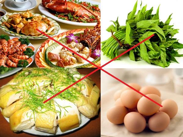 Điêu khắc lông mày kiêng ăn gì? Thịt gà, rau muống, trứng...và các chất kích thích như bia, rượu, cà phe bởi vì đây là những chất dễ gây kích ứng, để lại sẹo hoặc khiến tuần hoàn máu kém lưu thông, khiến cho vùng da sau thực hiện trở nên thâm xỉn