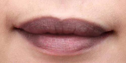 Lựa chọn phun xăm môi là giải pháp hợp lý để khắc phục tình trạng môi thâm. Tuy nhiên phun xăm môi có đau không, có ảnh hưởng không còn phụ thuộc vào địa chỉ thẩm mỹ được lựa chọn