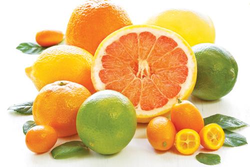 Ăn nhiều rau xanh và uống chiều cam, chanh là giải đáp phù hợp cho câu hỏi sau phun xăm môi nên ăn gì, uống gì cho tốt