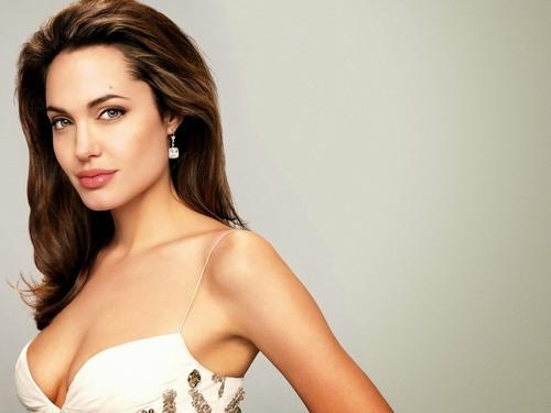 Có thể kể đến những cái tên đình đám thế giới như Angelia Jolie