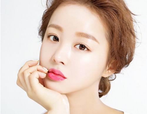 Phun xăm môi công nghệ Hàn Quốc là kĩ thuật tạo màu môi đẹp tự nhiên được chính các chuyên gia phun xăm xứ kim chi nghiên cứu ra.