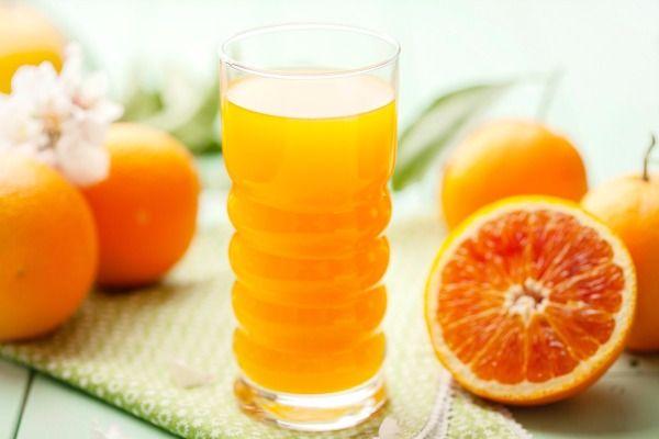 Bên cạnh chế độ kiêng khem, các chị em nên uống nhiều cam, chanh để giúp da hồi phục nhanh chóng
