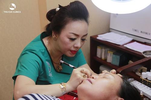 Thu Cúc Clinics đang áp dụng dịch vụ phun thêu lông mày với mức chi phí hợp lý.