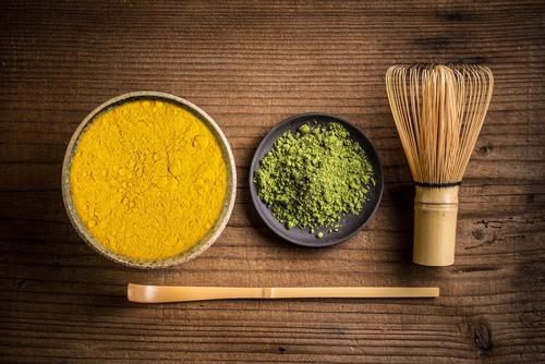 Trong làm đẹp, bột đậu xanh và bột nghệ có rất nhiều tác dụng, nổi bật trong đó là tẩy lông.