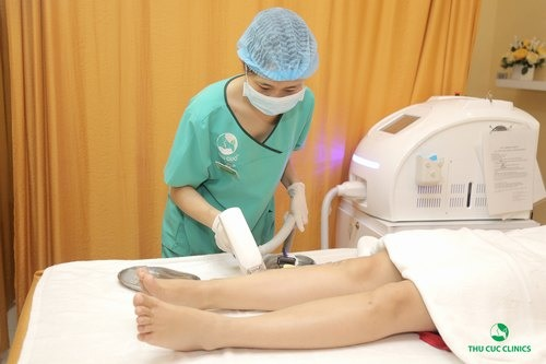 Triệt lông bằng Laser Diode mới thực sự là cách tẩy hết lông chân mà không gây đau rát.
