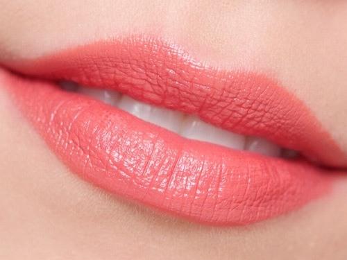màu phù hợp nhất, giúp khuôn mặt thêm ấn tượng và cuốn hút nhất đó là các gam màu tươi sáng.