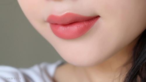 Ngay khi môi hồi phục, ổn định màu lên sẽ tươi tắn tự nhiên giúp khuôn mặt thêm xinh đẹp, ấn tượng và cuốn hút.