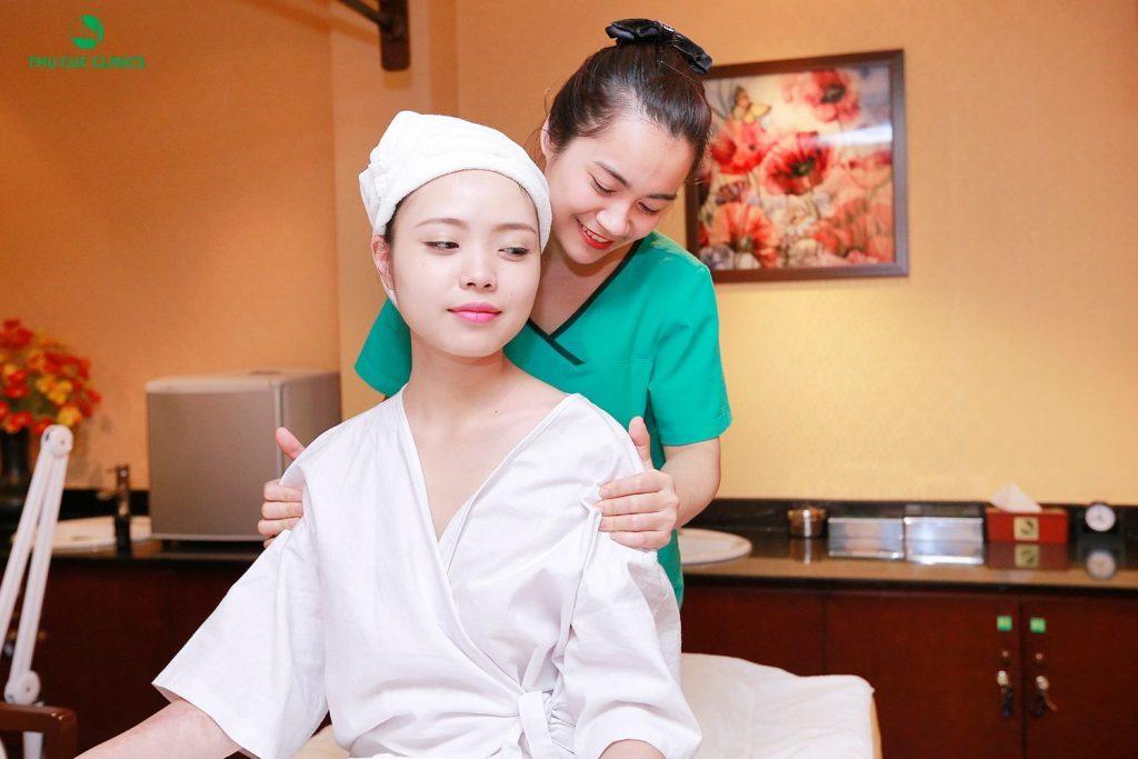 Hay như các dịch vụ trị liệu thư giãn toàn thân bằng tinh dầu,thảo dược, năng lượng đá nóng với động tác massage chuyên nghiệp cũng nhanh chóng giúp chị em phụ nữ xua tan mọi mệt mỏi, stress, lấy lại năng lượng trong cuộc sống