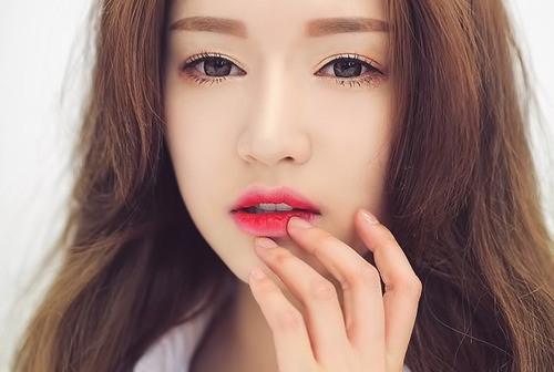 Môi xí muội là kiểu trang điểm môi rất cá tính và ấn tượng được nhiều bạn trẻ yêu thích.