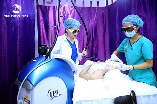 Công nghệ IPL sử dụng nguồn sáng cực mạnh chiếu qua lớp kính lọc nhằm tạo ra các bước sóng có khả năng đi sâu vào da, loại bỏ sắc tố thâm da tối ưu chỉ sau 1 liệu trình.