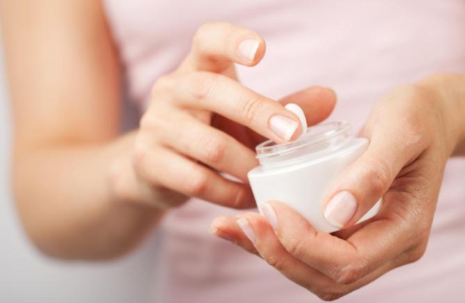 Kem bôi nếu không lựa chọn được sản phẩm có xuất xứ nguồn gốc rõ ràng thì có thể còn gây ra tổn thương cho da