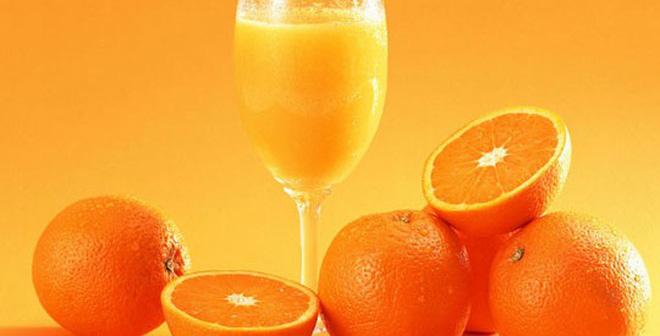 Thay vì uống những đồ có cồn, các chị em nên uống nhiều cam, chanh để làm tăng sức đề kháng cho da