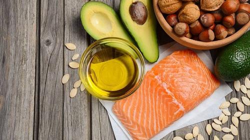 ác sản phẩm từ omega-3 rất tốt trong việc hạn chế bài tiết bã nhờn - nguyên nhân chính gây nên mụn nên bạn hãy tăng cường bổ sung cá, dầu cá, thảo mộc