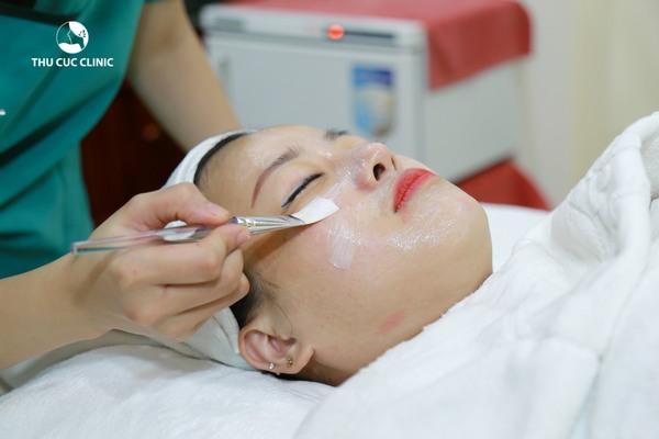 Các dịch vụ chăm sóc da siêu hot trong mùa hè như: Mặt nạ trẻ hóa trắng hồng, Trẻ hóa và làm trắng da bằng mặt nạ DNA... được tặng 35% chi phí