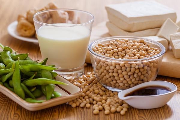 để hồi phục nhanh bạn nên bổ sung thêm collagen tự nhiên cho cơ thể bằng cách ăn nhiều đậu nành, sản phẩm từ đậu nành