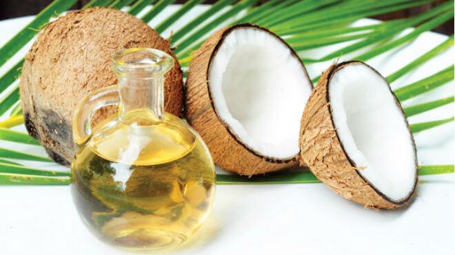 Dầu dừa là cách trị rạn da sau sinh